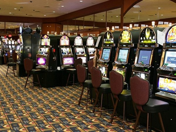 Online Gambling Comparison over Benefits of Playing Casinos Online and Land Casinos